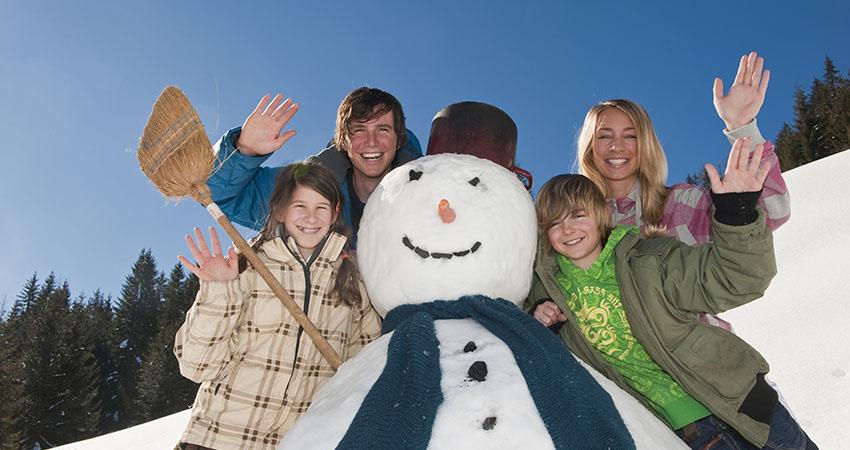 Austria, Salzburger Land, Altenmarkt, Family standing by snowman