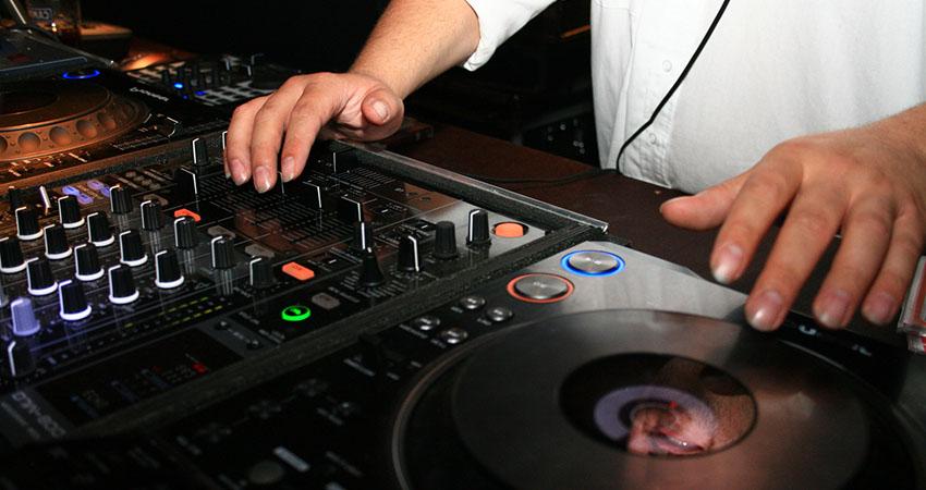 DJ am Arbeiten